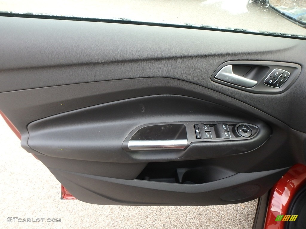 2019 Ford Escape Titanium 4WD Door Panel Photos