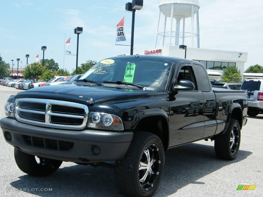 2004 Dakota SXT Club Cab 4x4 - Black / Dark Slate Gray photo #1