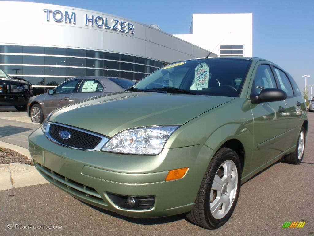 2007 kiwi green metallic ford focus zx5 ses hatchback. Black Bedroom Furniture Sets. Home Design Ideas