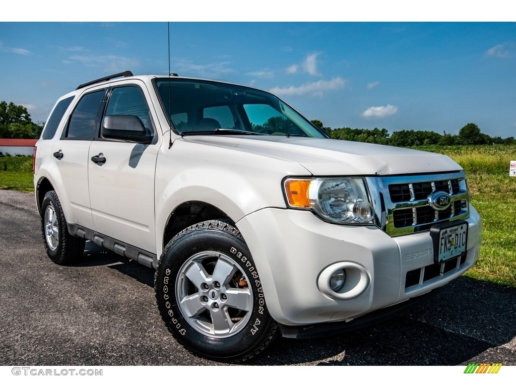 2009 Escape XLT V6 4WD - Oxford White / Camel photo #1