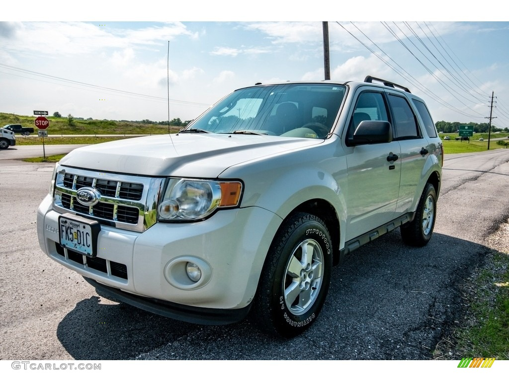 2009 Escape XLT V6 4WD - Oxford White / Camel photo #8