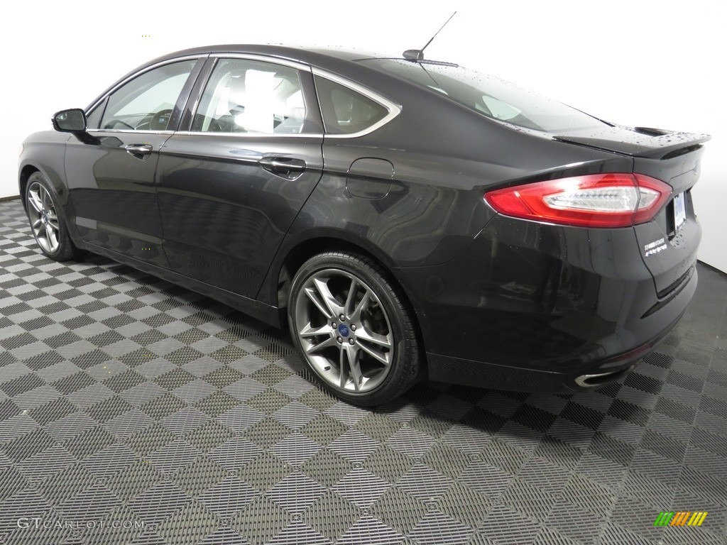 2013 Fusion Titanium AWD - Tuxedo Black Metallic / Charcoal Black photo #10