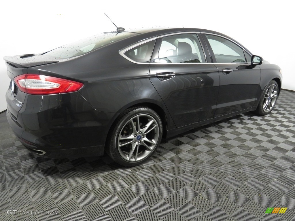 2013 Fusion Titanium AWD - Tuxedo Black Metallic / Charcoal Black photo #14