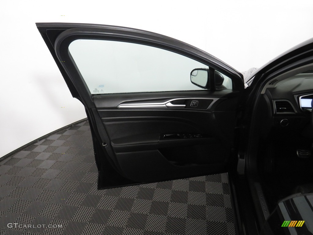 2013 Fusion Titanium AWD - Tuxedo Black Metallic / Charcoal Black photo #20