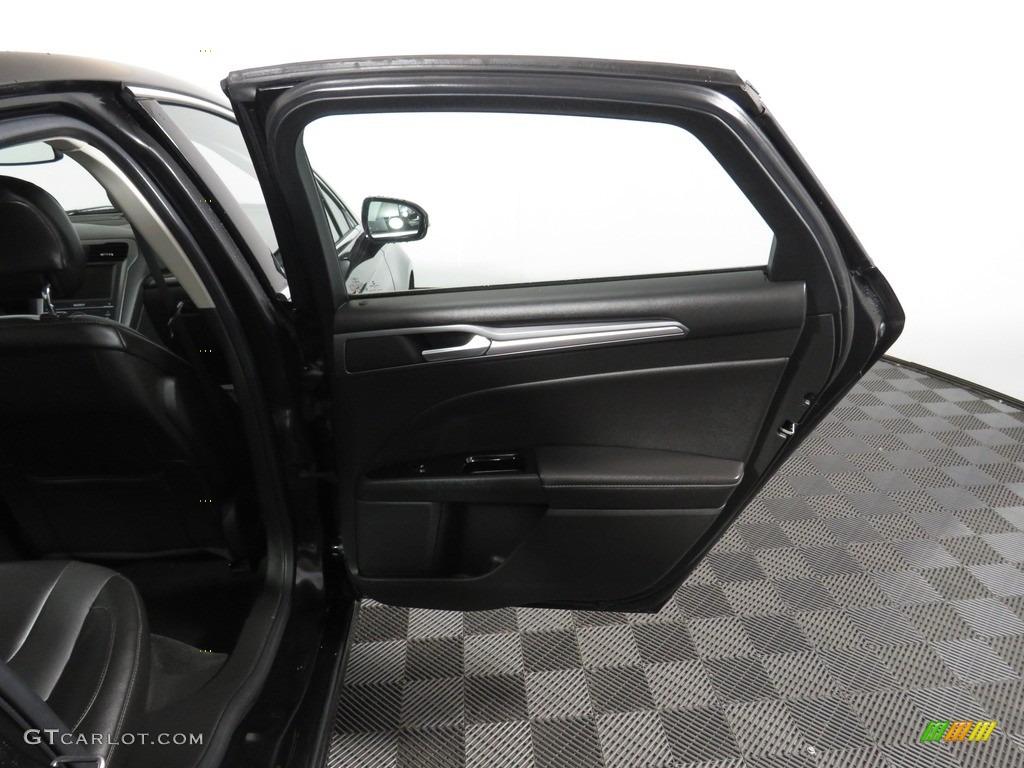 2013 Fusion Titanium AWD - Tuxedo Black Metallic / Charcoal Black photo #27