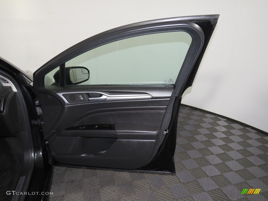 2013 Fusion Titanium AWD - Tuxedo Black Metallic / Charcoal Black photo #29