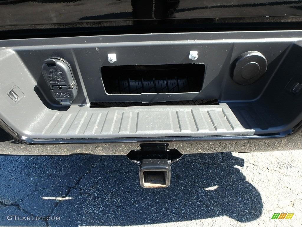 2017 Silverado 1500 Custom Double Cab 4x4 - Black / Dark Ash/Jet Black photo #5