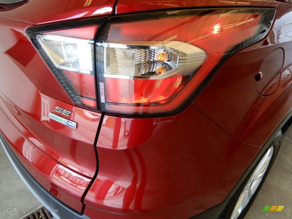 2018 Escape SE 4WD - Ruby Red / Charcoal Black photo #5