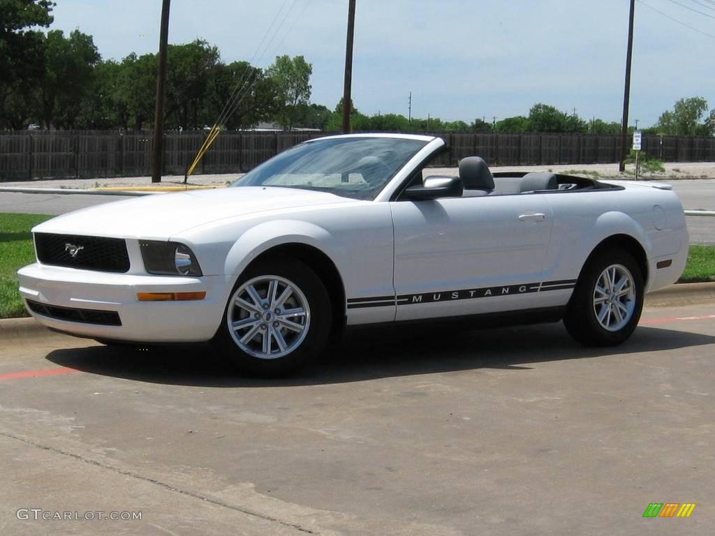 2007 Mustang V6 Deluxe Convertible - Performance White / Light Graphite photo #1