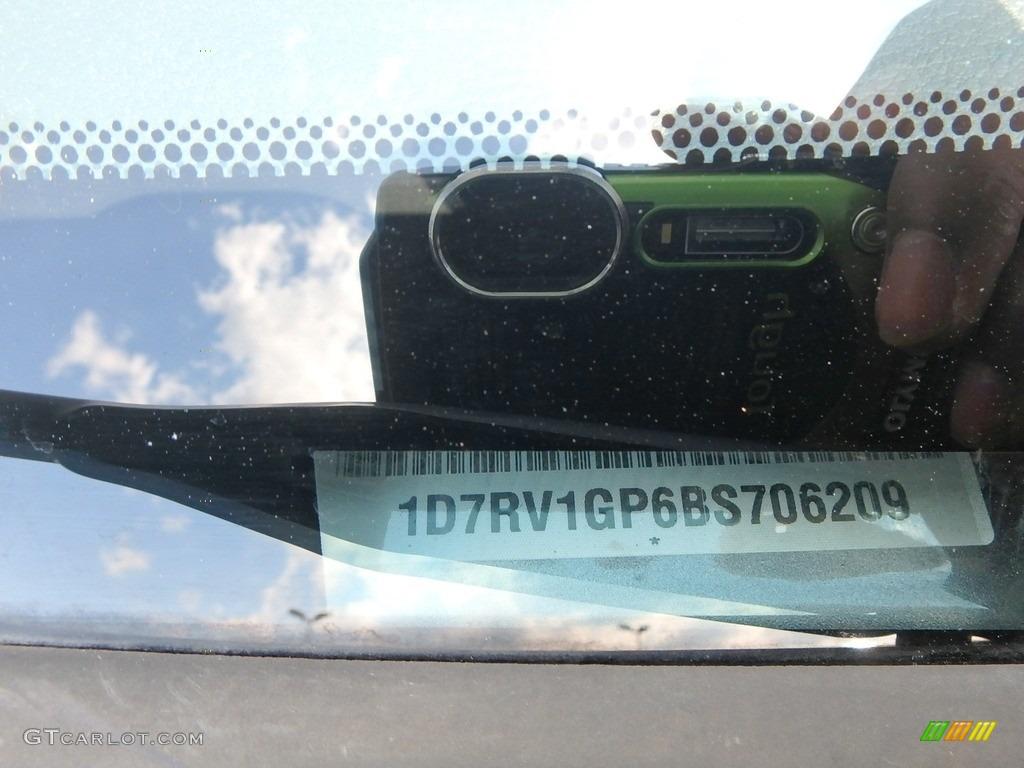 2011 Ram 1500 SLT Quad Cab 4x4 - Mineral Gray Metallic / Dark Slate Gray/Medium Graystone photo #17