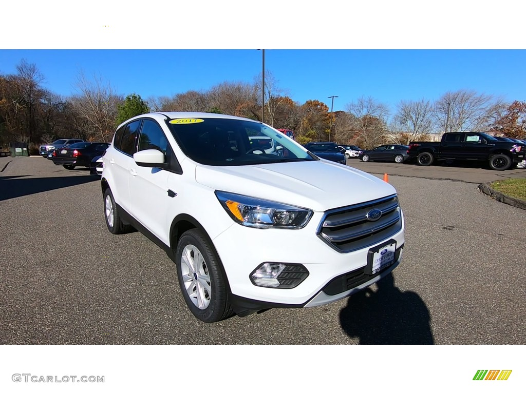 2017 Escape SE 4WD - Oxford White / Charcoal Black photo #1