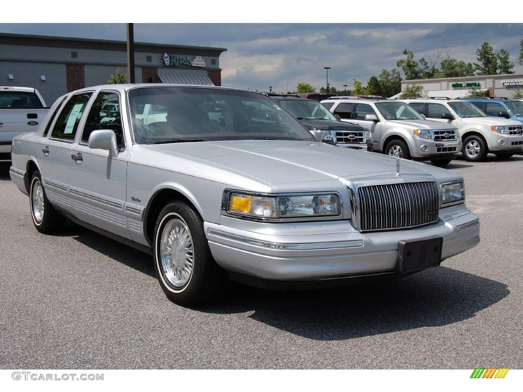 1997 silver frost pearl metallic lincoln town car signature 13892143 car color. Black Bedroom Furniture Sets. Home Design Ideas