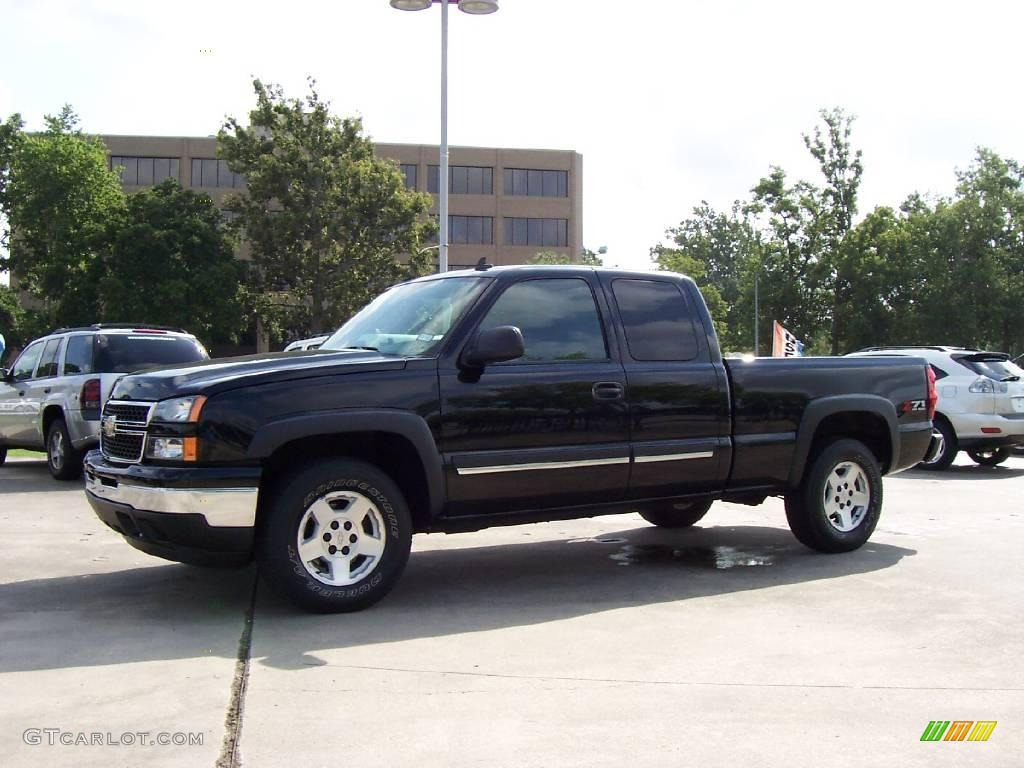 2006 chevrolet silverado 1500 z71 extended cab 4x4 black color. Cars Review. Best American Auto & Cars Review