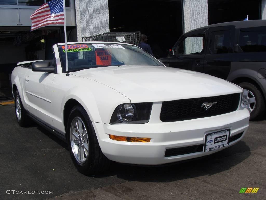 2006 Mustang V6 Premium Convertible - Performance White / Dark Charcoal photo #3
