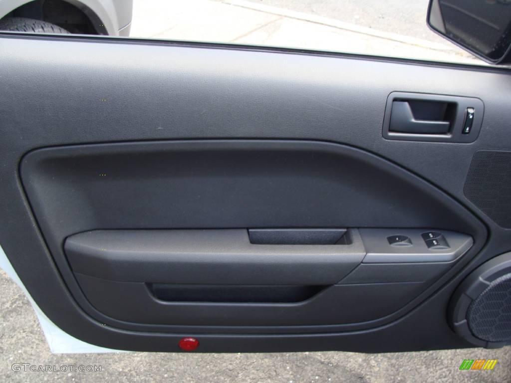 2006 Mustang V6 Premium Convertible - Performance White / Dark Charcoal photo #10