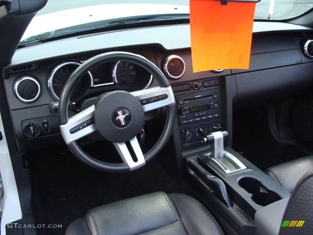 2006 Mustang V6 Premium Convertible - Performance White / Dark Charcoal photo #17