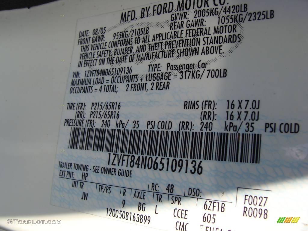 2006 Mustang V6 Premium Convertible - Performance White / Dark Charcoal photo #23