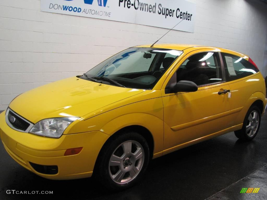 2006 screaming yellow ford focus zx3 ses hatchback. Black Bedroom Furniture Sets. Home Design Ideas