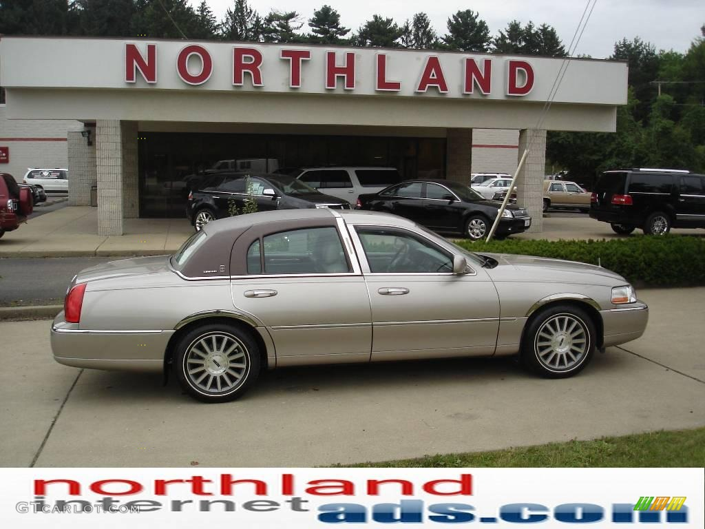 2003 Light Parchment Gold Lincoln Town Car Signature 14360678