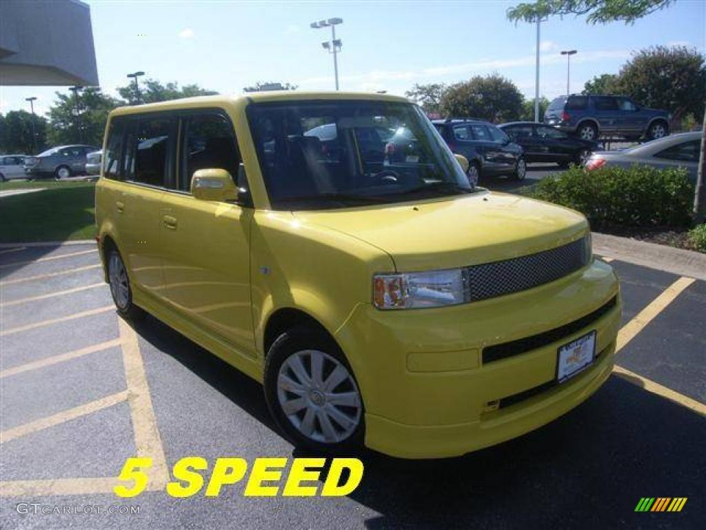 2005 xB Release Series 2.0 - Solar Yellow / Black/Yellow photo #1
