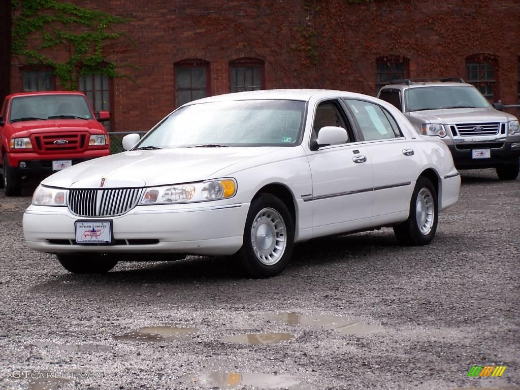 2000 vibrant white lincoln town car executive 14789820 car color galleries. Black Bedroom Furniture Sets. Home Design Ideas