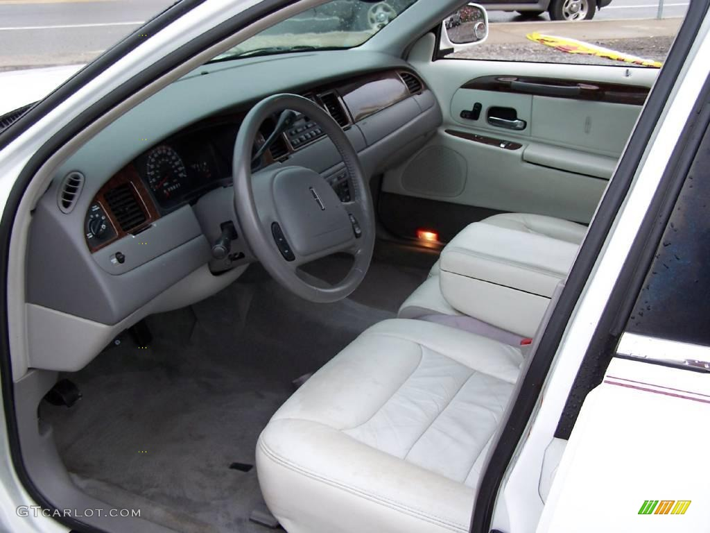 2000 Vibrant White Lincoln Town Car Executive 14789820 Photo 6