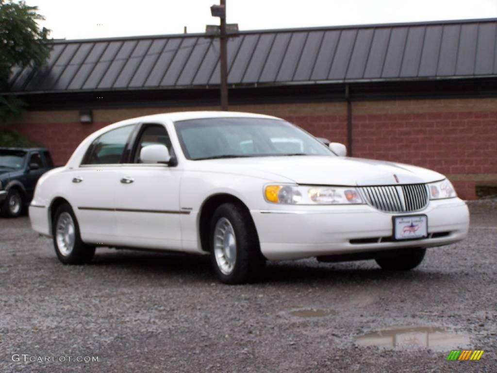 2000 Vibrant White Lincoln Town Car Executive 14789820 Photo 12