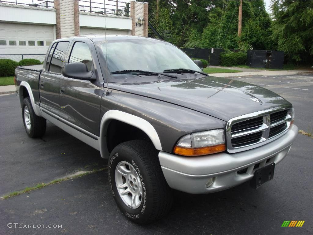 2004 Dakota SLT Quad Cab 4x4 - Graphite Metallic / Dark Slate Gray photo #2