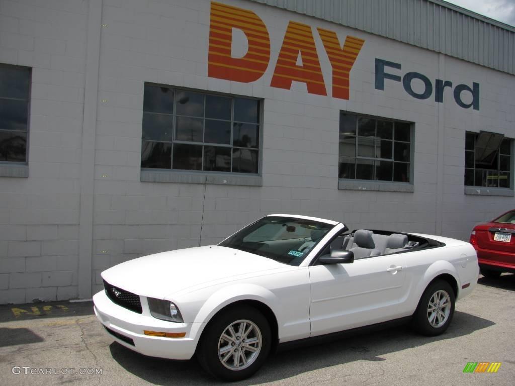 2007 Mustang V6 Deluxe Convertible - Performance White / Light Graphite photo #1