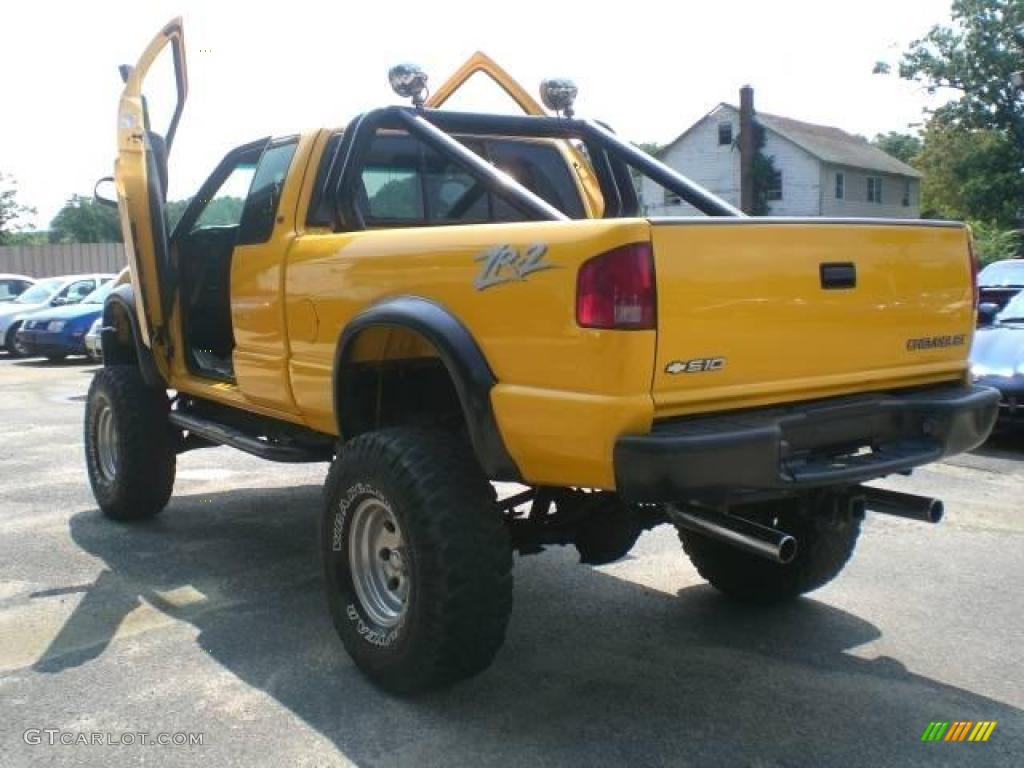 2002 Flame Yellow Chevrolet S10 Zr2 Extended Cab 4x4 15465626 Photo