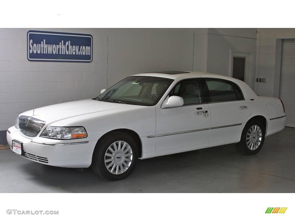 2005 Vibrant White Lincoln Town Car Signature 15473448 Gtcarlot