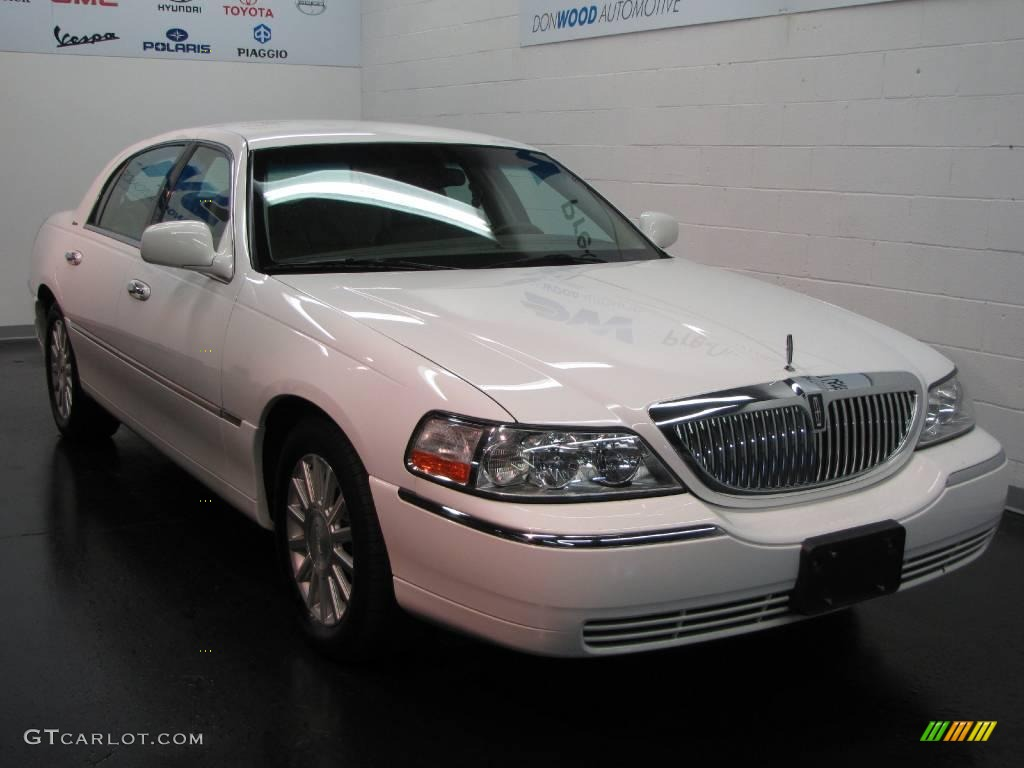 2004 vibrant white lincoln town car signature 16110866 car color galleries. Black Bedroom Furniture Sets. Home Design Ideas
