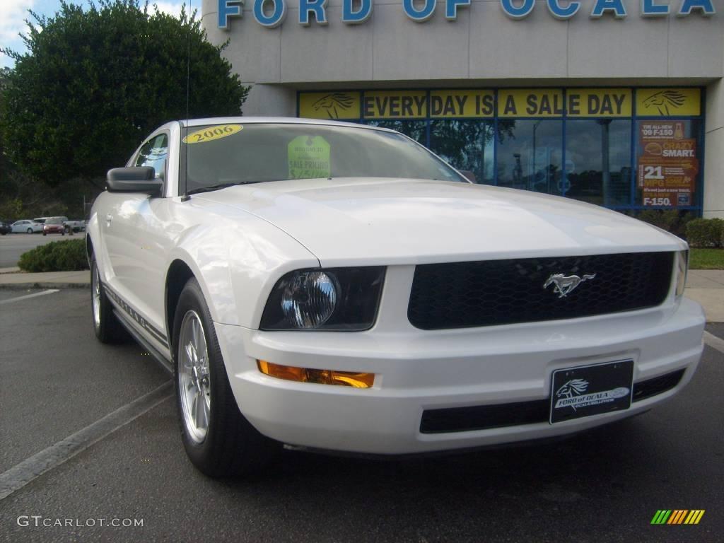 2006 Mustang V6 Premium Coupe - Performance White / Light Graphite photo #9