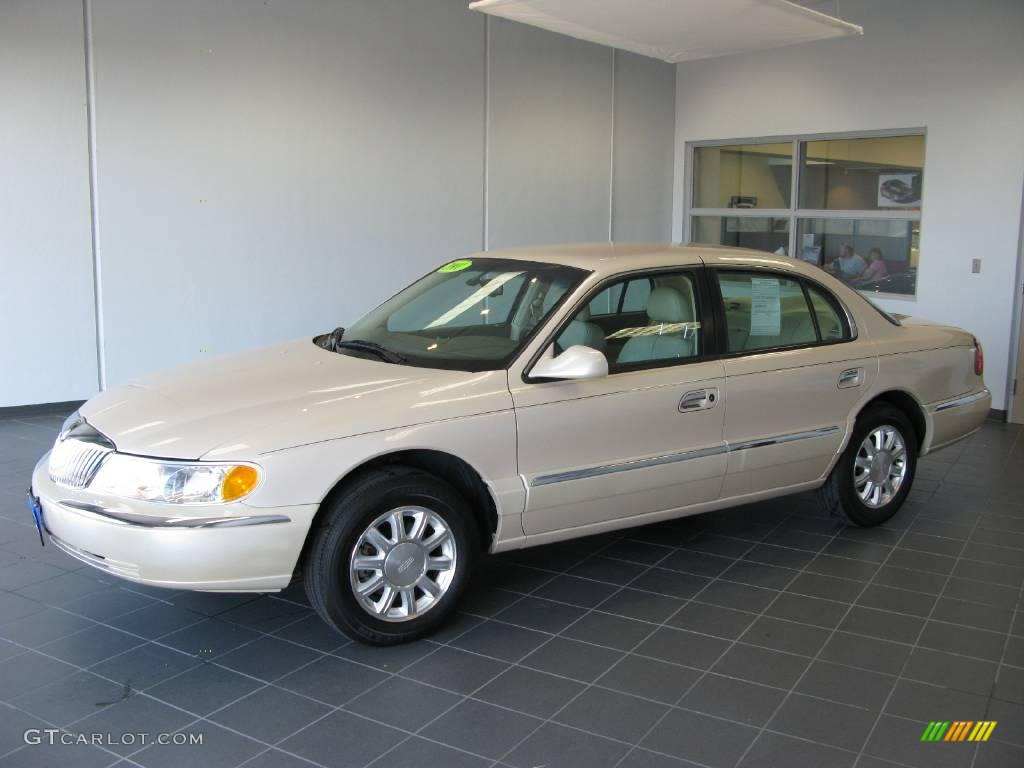 Ivory parchment tri coat lincoln continental