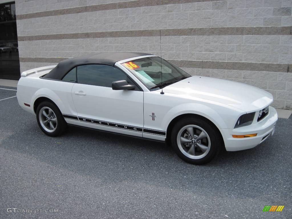 2006 Mustang V6 Deluxe Convertible - Performance White / Dark Charcoal photo #1