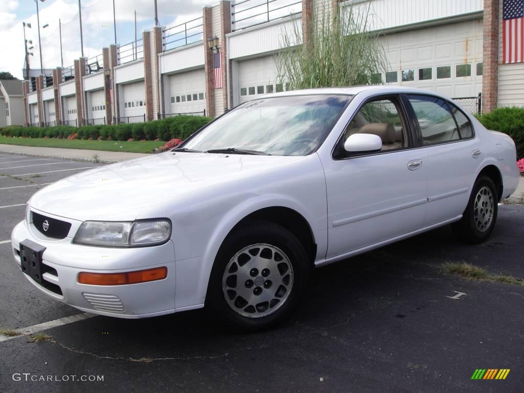 Arctic White Pearl Nissan Maxima