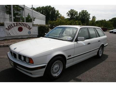 1995 BMW 5 Series 525i Wagon Data, Info and Specs