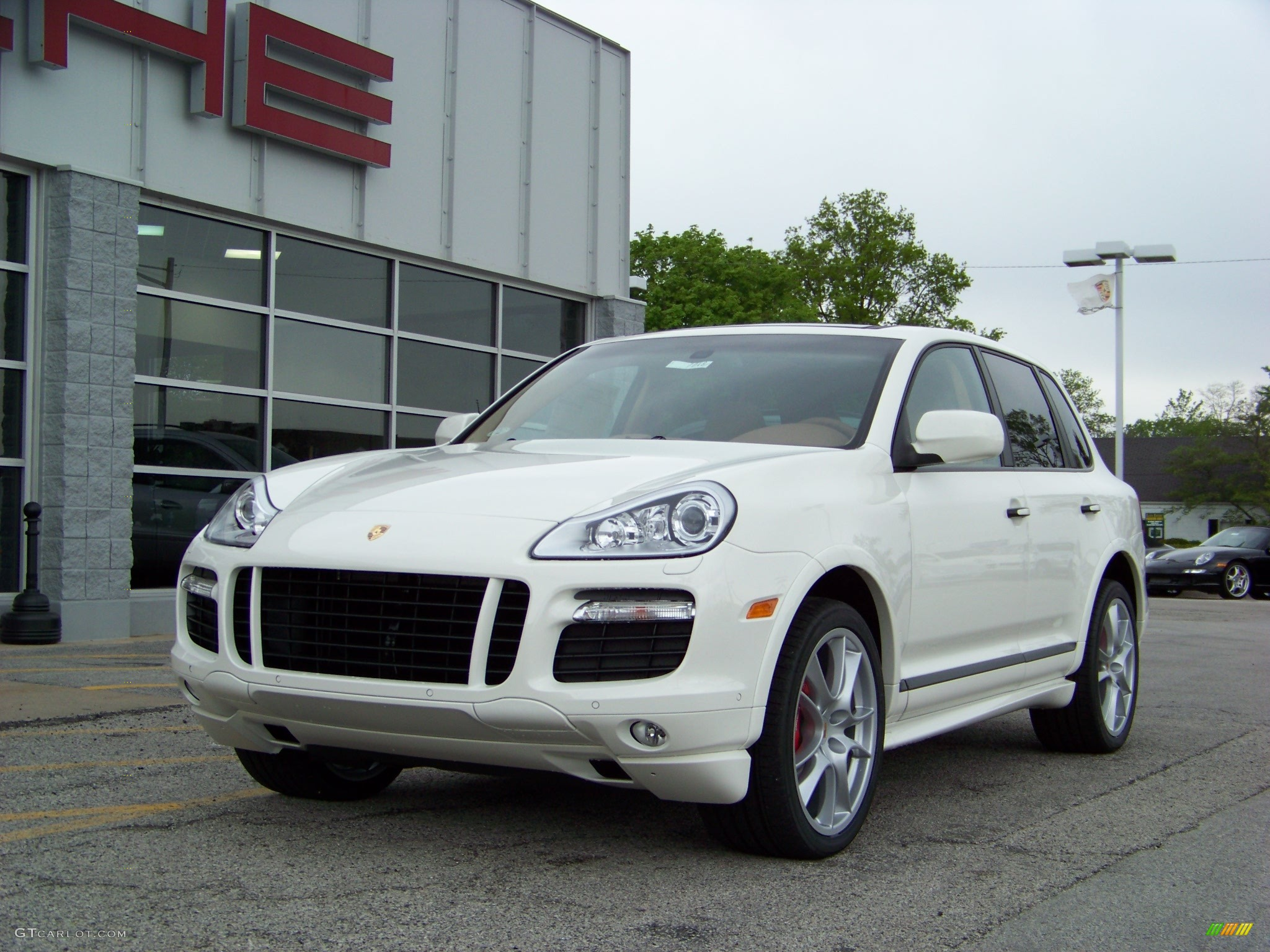 2008 sand white porsche cayenne gts 172015. Black Bedroom Furniture Sets. Home Design Ideas