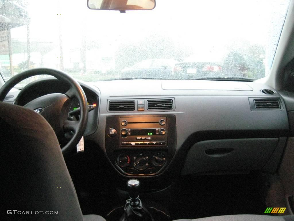 2005 Focus ZX3 S Coupe - Pitch Black / Charcoal/Charcoal photo #10