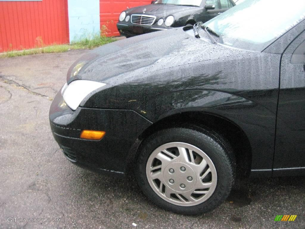 2005 Focus ZX3 S Coupe - Pitch Black / Charcoal/Charcoal photo #13
