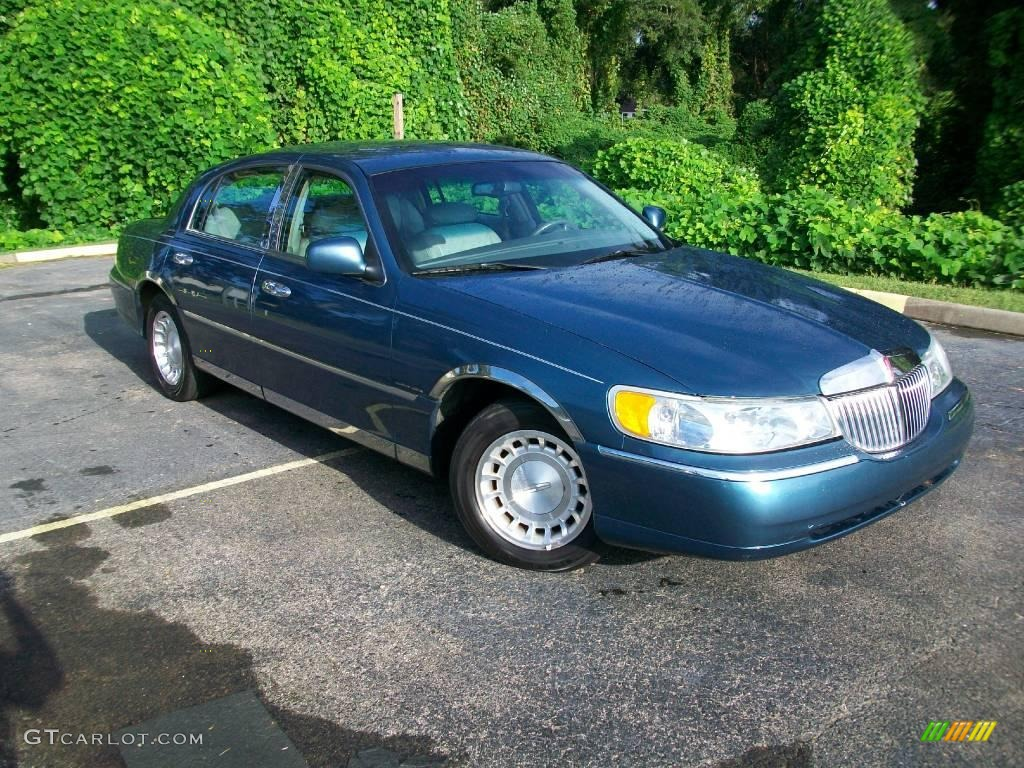2002 pearl blue metallic lincoln town car executive 18030337 car color galleries. Black Bedroom Furniture Sets. Home Design Ideas