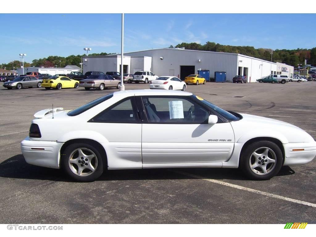 1995 bright white pontiac grand prix se coupe 18642018 photo 5 gtcarlot com car color galleries gtcarlot com