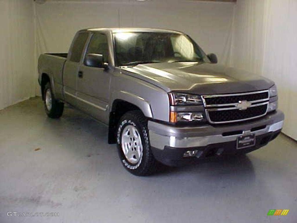 2006 Silverado 1500 Z71 Extended Cab 4x4 - Graystone Metallic / Medium Gray photo #1