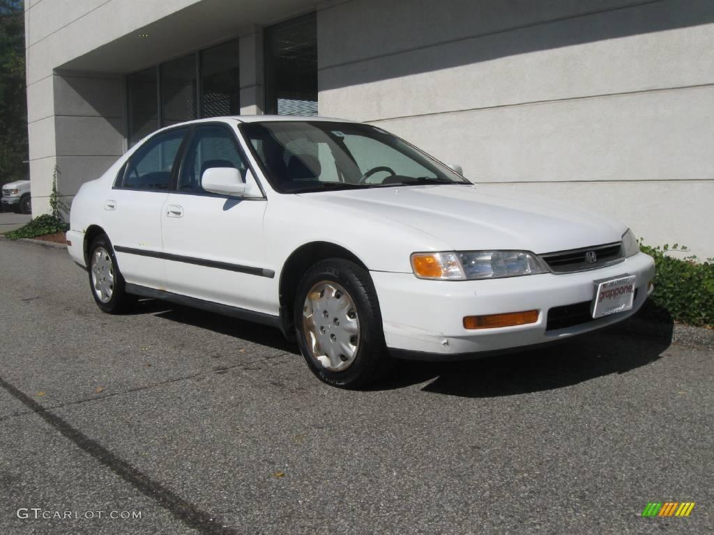 1996 Honda Accord Lx >> 1996 Frost White Honda Accord LX Sedan #18699953 Photo #2 ...