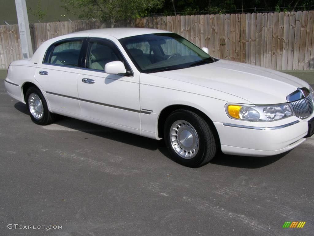 2000 vibrant white lincoln town car executive 18920407 car color galleries. Black Bedroom Furniture Sets. Home Design Ideas