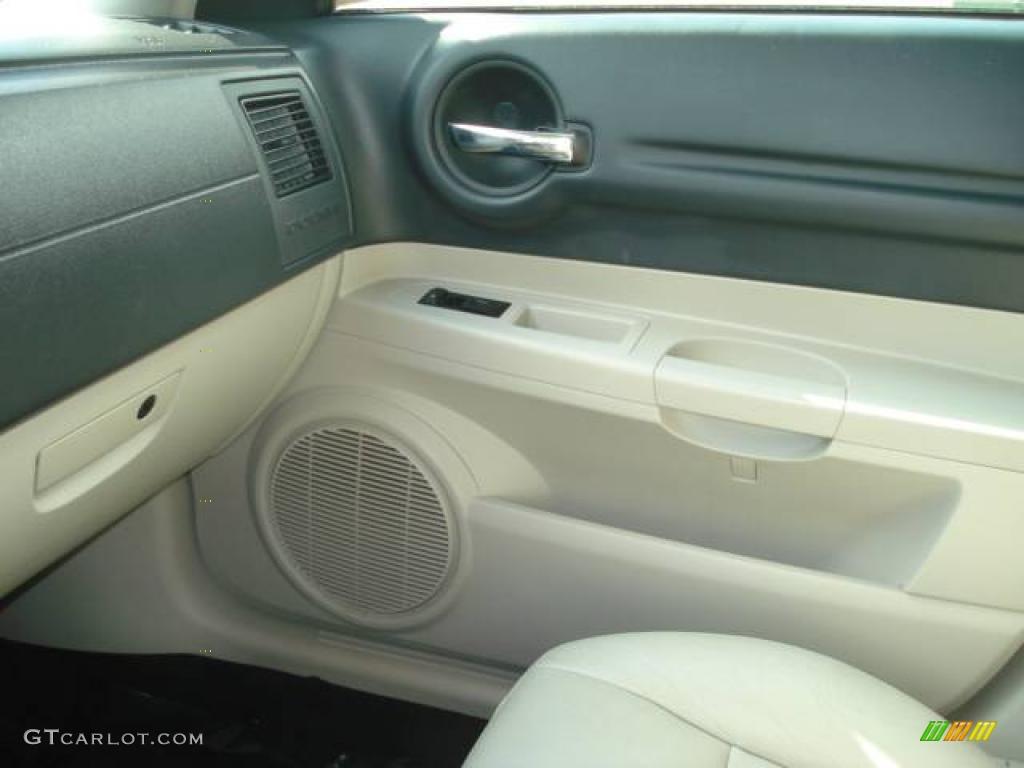 on 2005 Dodge Magnum Magnesium Pearl
