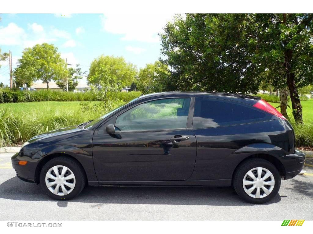 2005 Focus ZX3 S Coupe - Pitch Black / Charcoal/Charcoal photo #4