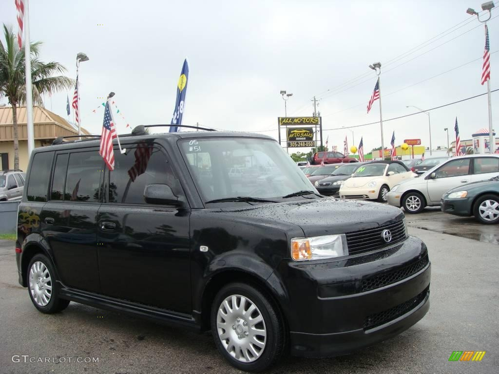 2005 xB  - Black / Dark Charcoal photo #1