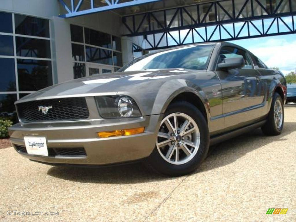Mineral grey metallic ford mustang