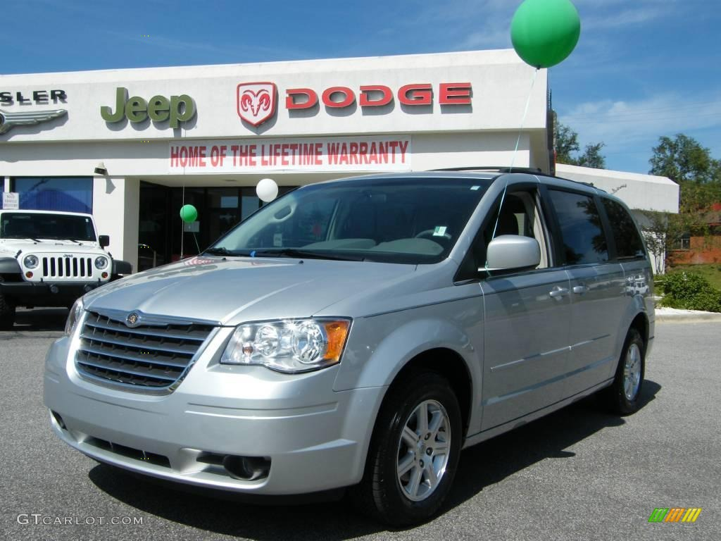 Bright Silver Metallic Chrysler Town & Country